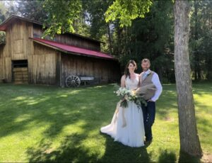 couple in front of barn1